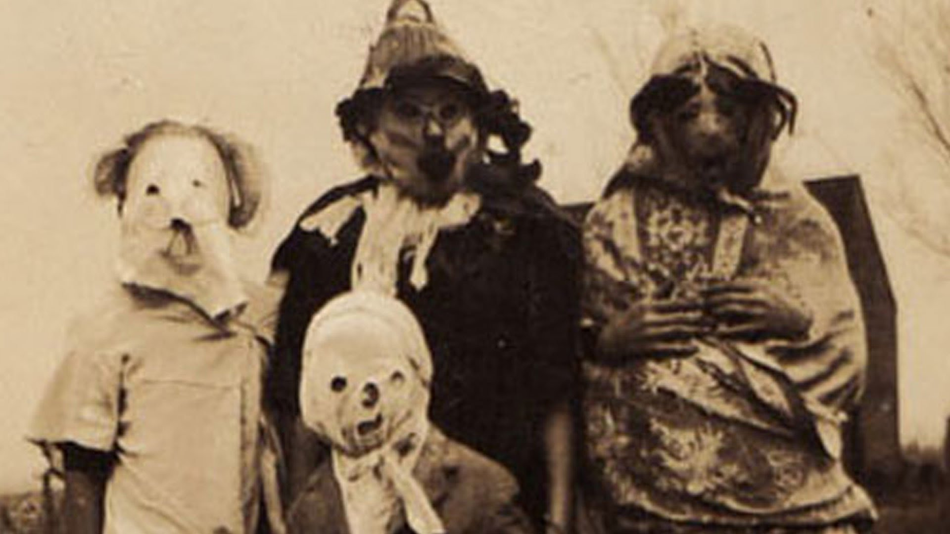 Creepy Costumes From Perturbing Clasic Halloween Images ...