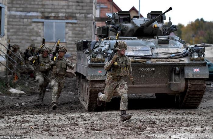 Armée Britannique/British Armed Forces - Page 16 Fdcaf582219516810e9c459c322928f9b4be38262b168c93dcf830d512f28b21
